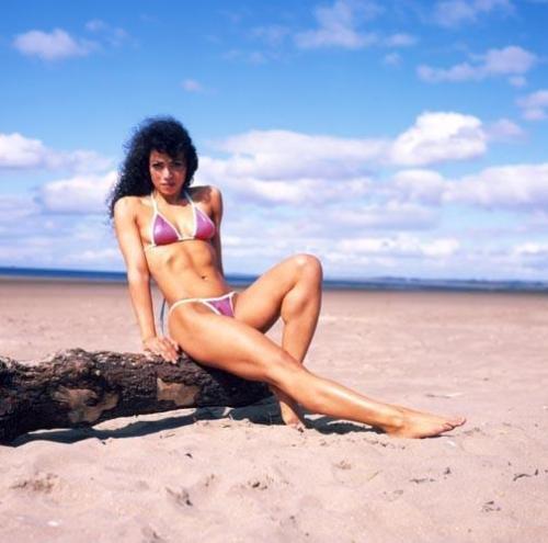 سمیه عابدین زاده (سمی آرین), مدل سکسی و مجری شبکه من و تو 1