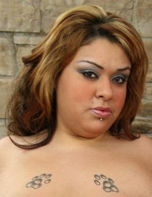BBW mit gebräunter Haut Tasha Starzz bekommt gebohrt hart